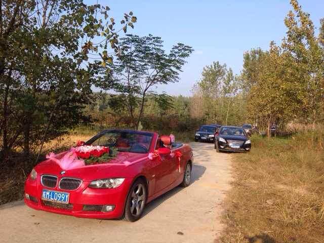 10月11日合肥良友婚车宝马敞篷跑车来到滁州市常山乡