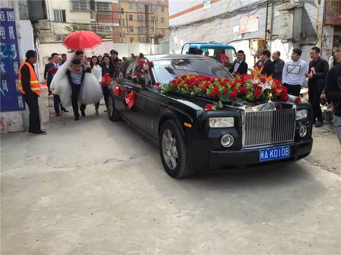 2016年3月20日 安徽良友租车公司加长版劳斯莱斯幻影来到安徽蚌埠市区